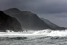 A Winter surf at Coalcliff.